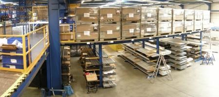 Stahlbaubühne, Lagerraum, Regale